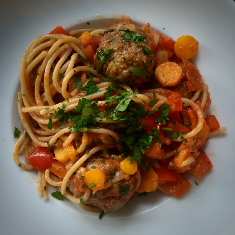 Spelt spaghetti with Red pepper meatballs